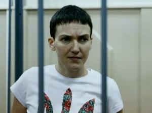 Nadija Savčenková s ukrajinským trojzubcem na tričku během hladovky, 10. února 2015, foto: UTR News