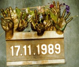 Plaque commemorating the 'Velvet Revolution' in Czechosolovakia, foto: DiegoSideburns