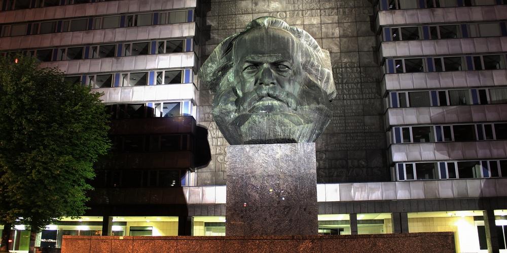 Karl Marx Monument der Erleuchte gravitat OFF cr