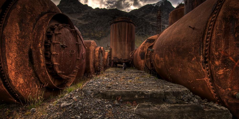 Whale oil tanks Ville Miettien cr
