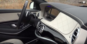 2016_Mercedes-Benz_S550_interior