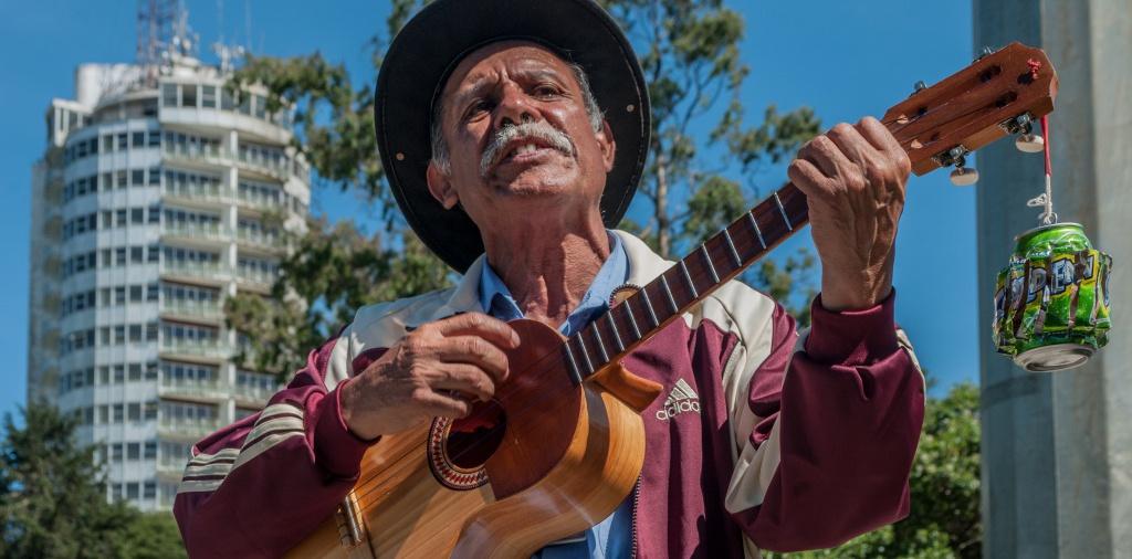 Hombre cantando Venezuela e1463405296476