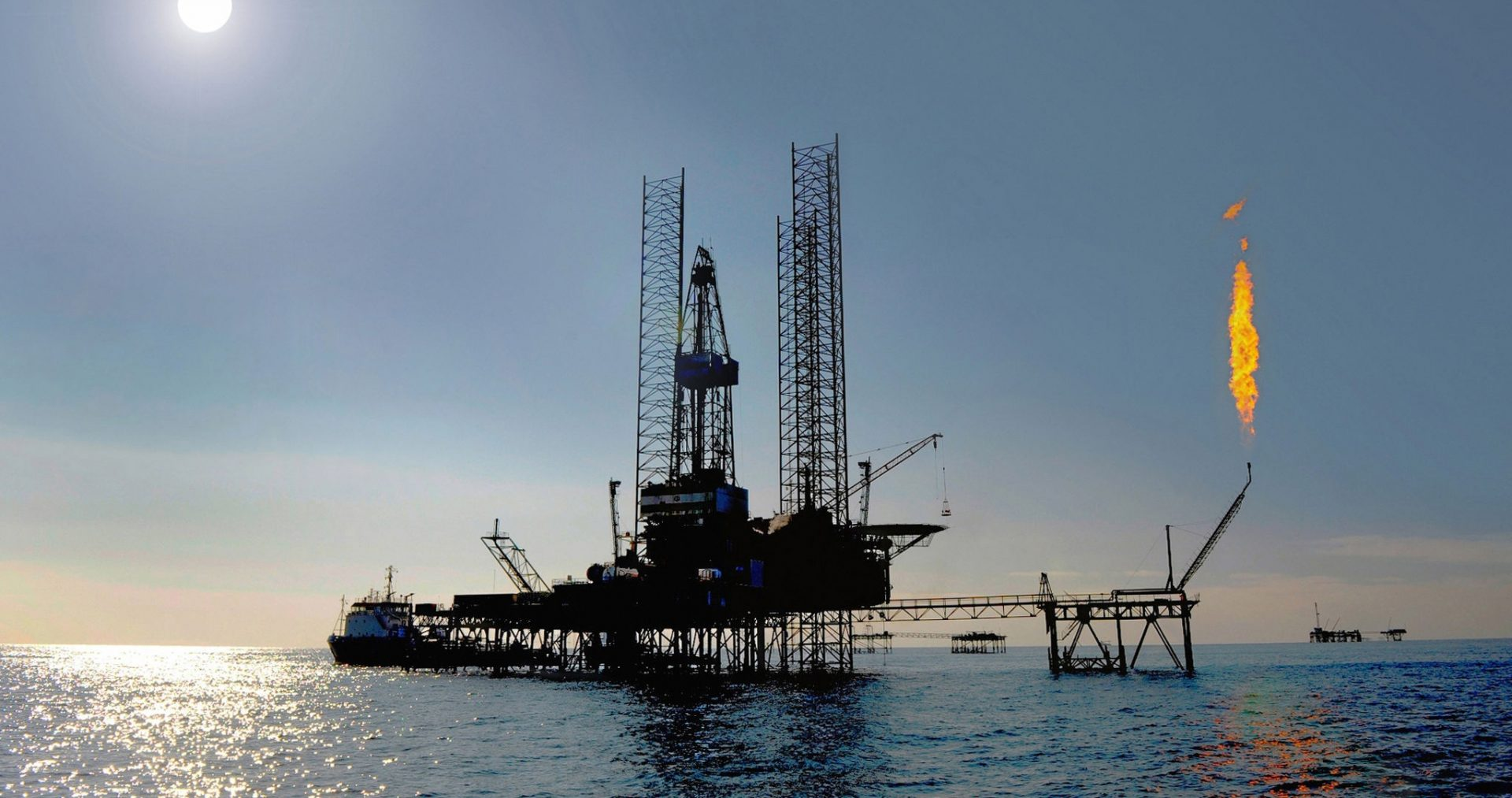 Jack up rig in the caspian sea e1463321890331
