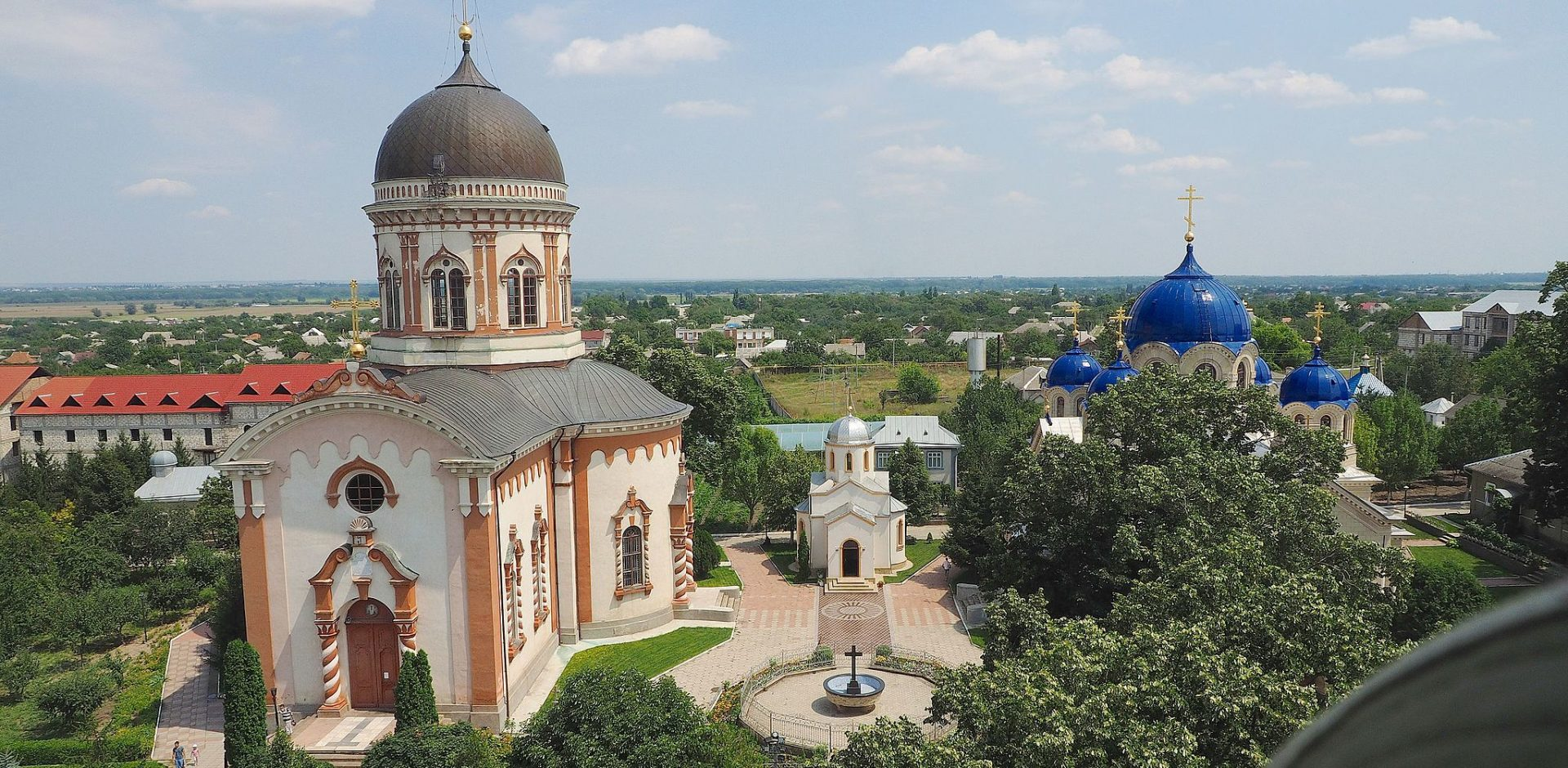 Noul Neamts monastery is located 5 km from Tiraspol city in the village of Chitcani. 15097599816 1 e1464443175476