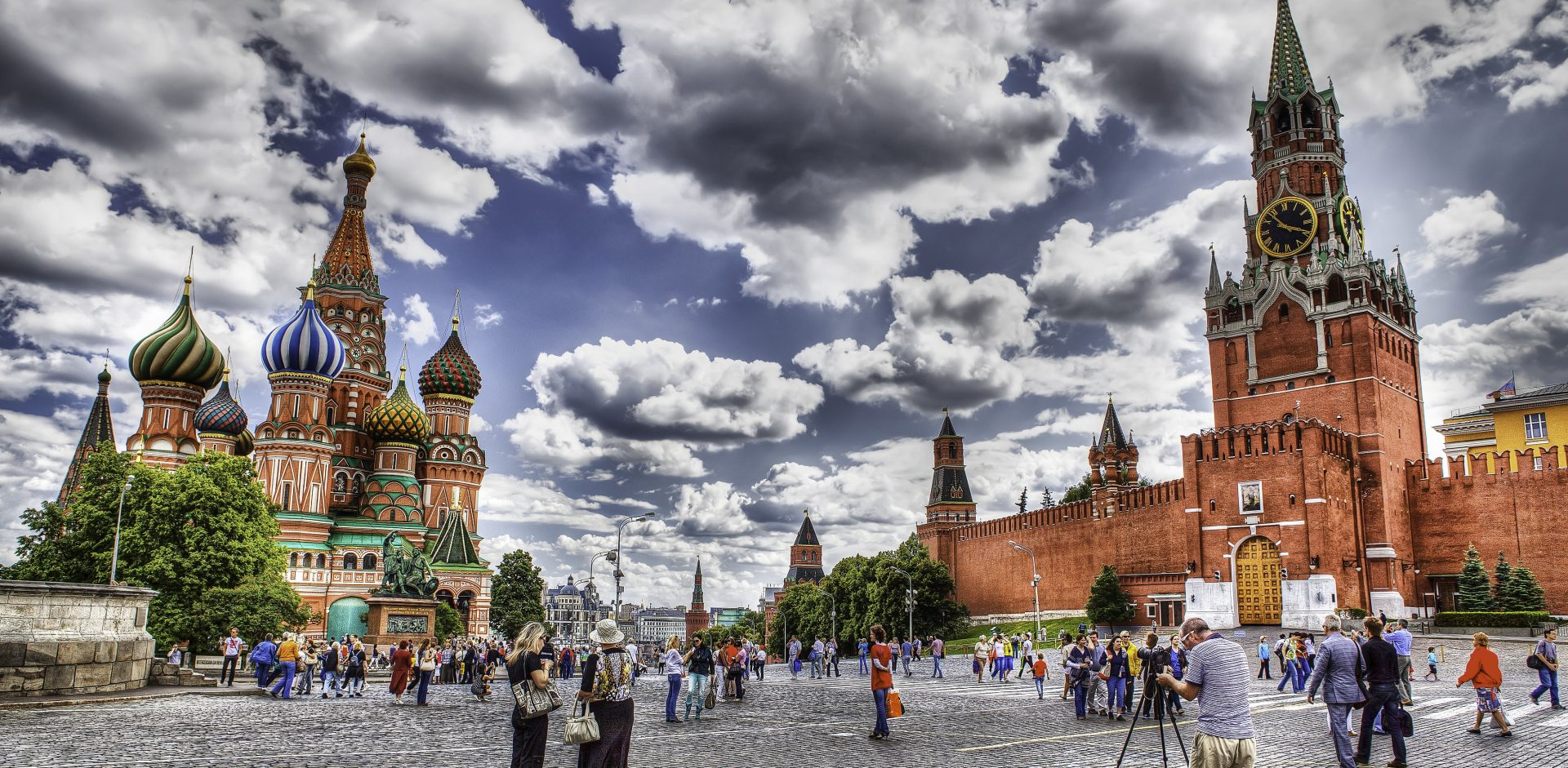 Red square Moscow cityscape 8309148721 1 e1463584781382