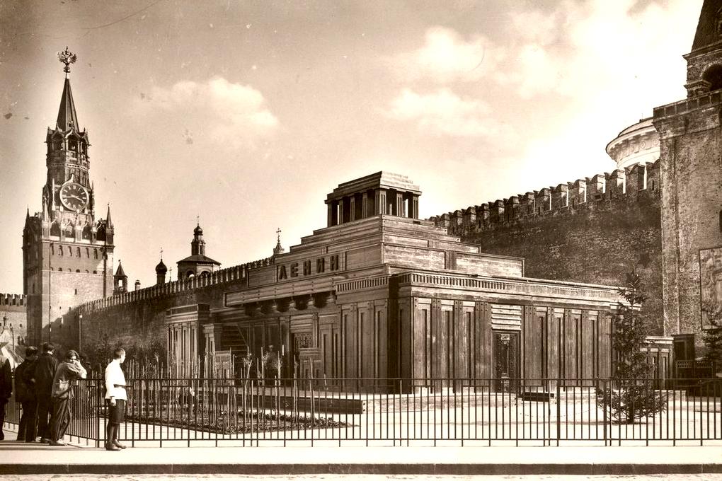 Dřevěné mauzoleum, 1925 Foto: pastvu.com/p/780