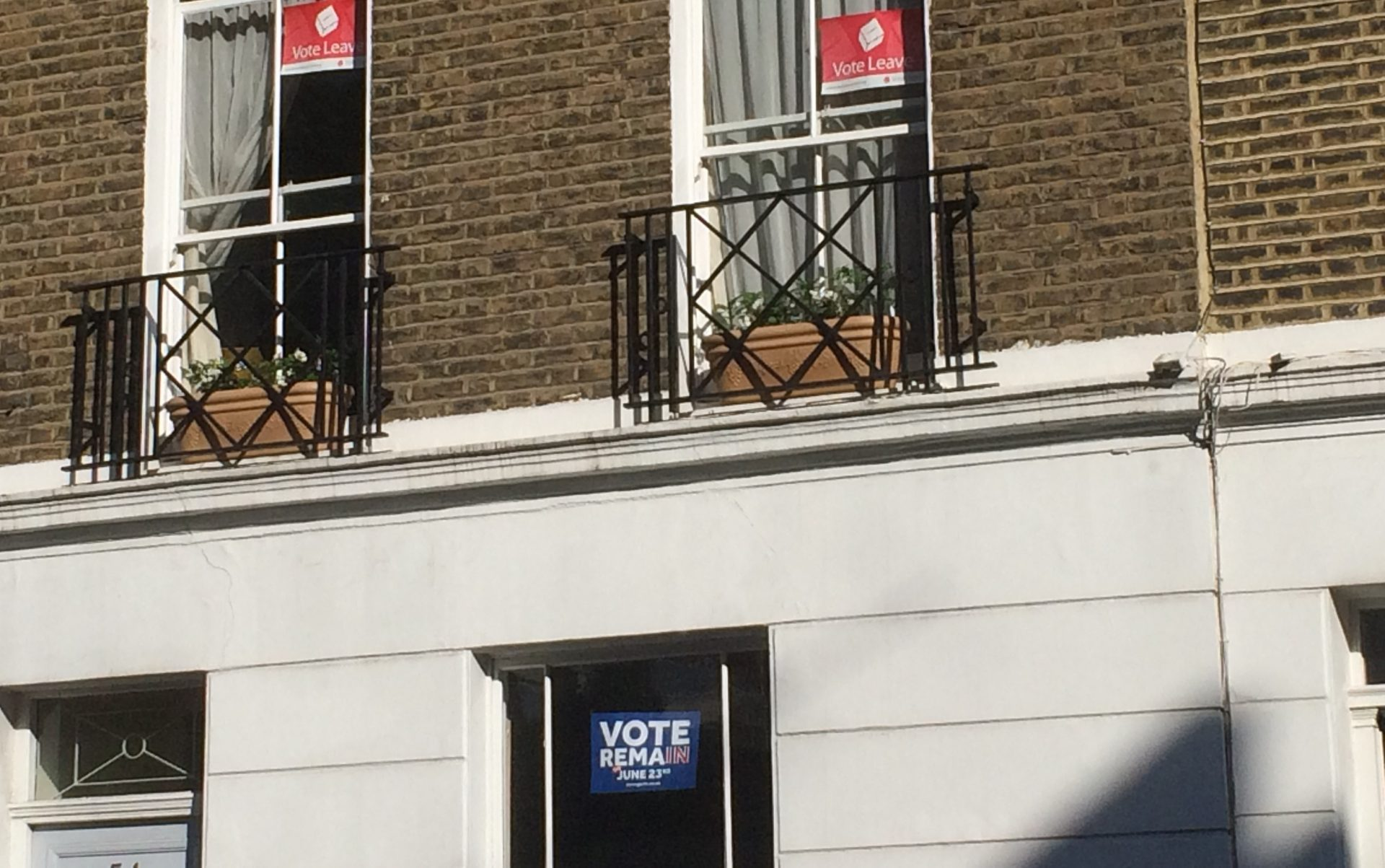 Cameron Vote Leave and Vote Remain posters in Pimlico London Philip Stevens June 16 e1467833954701