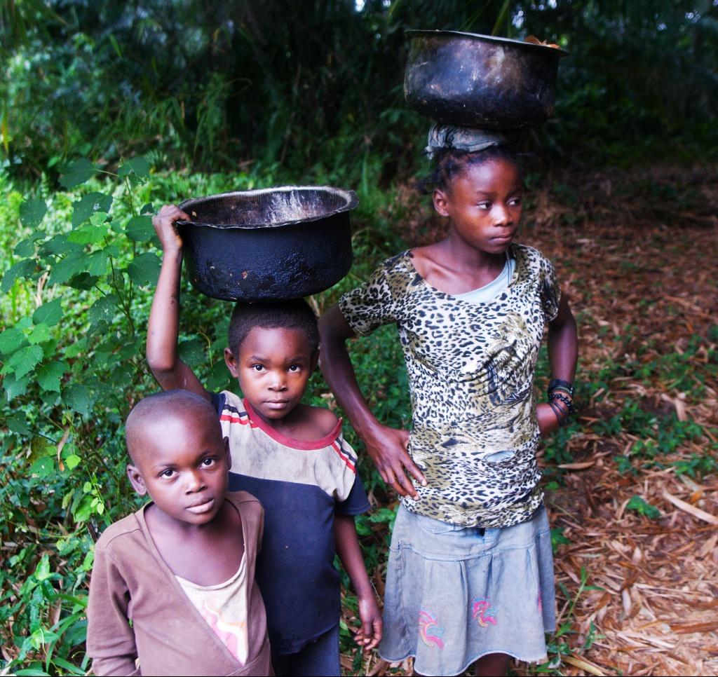 Kromě boje s podvýživou se ČvT v DR Kongo věnuje také zlepšování kvality a dostupnosti zdravotní péče obyvatel konžského venkova a zlepšení přístupu k pitné vodě. Foto: Jan Mrkvička, ČvT