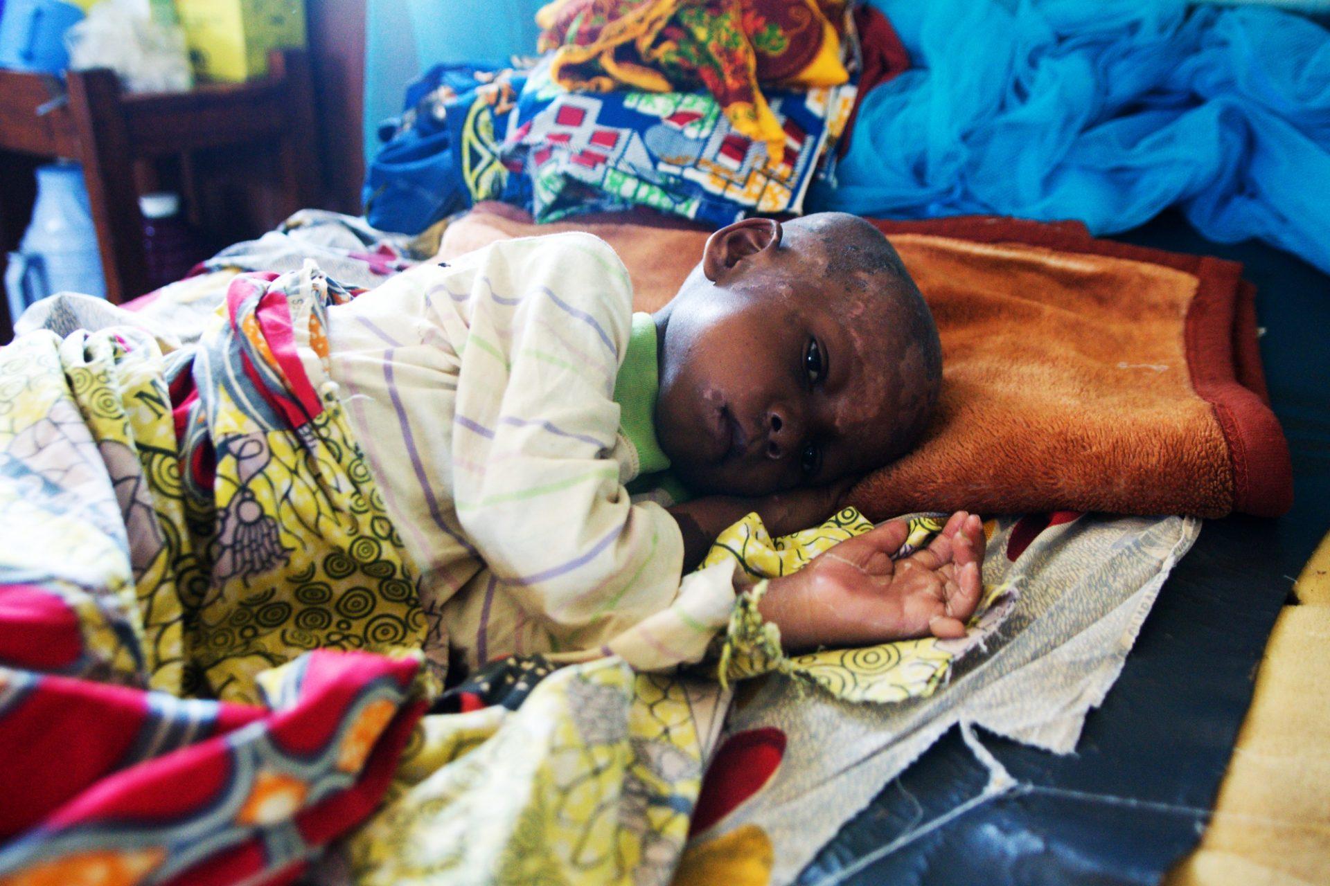 Maminky v DR Kongo se učí je, jaká je správná skladba jídelníčku pro batolata od 6 do 23 měsíců, aby dostaly všechny potřebné látky pro přirozený růst a mentální vývoj. Foto: Jan Mrkvička, ČvT