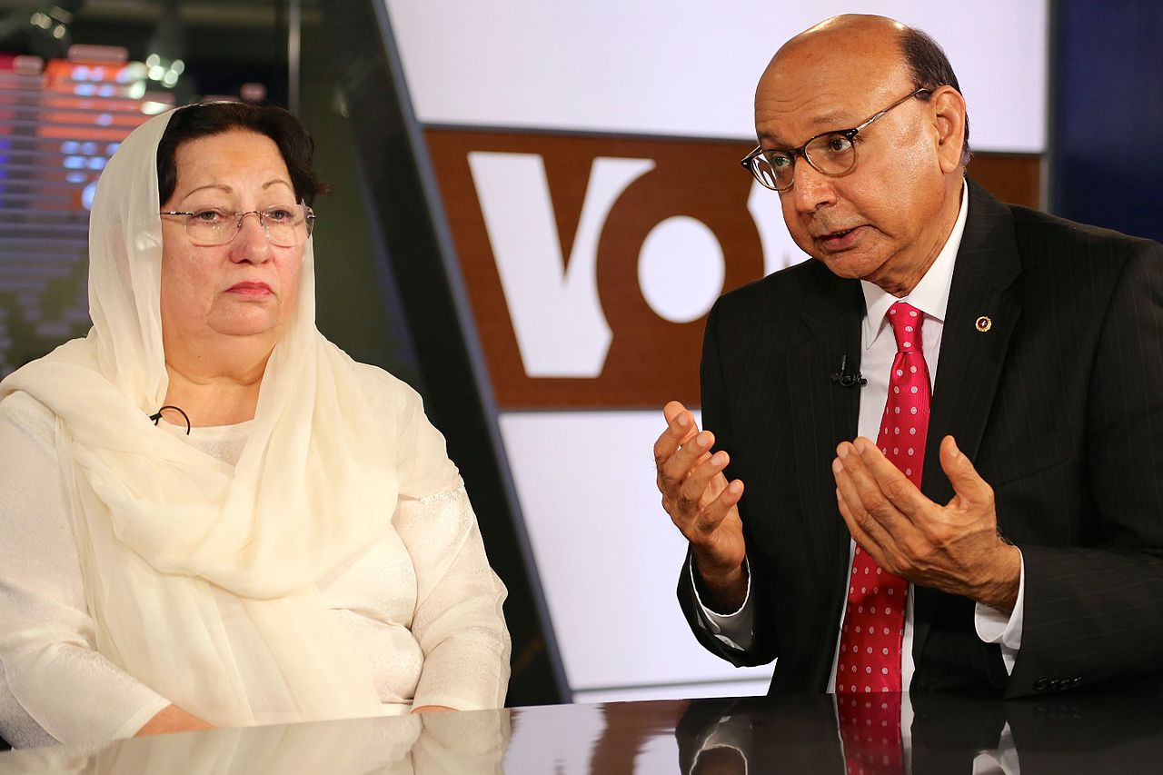 Khizr and Ghazala Khan August 2016 B Allen VOA