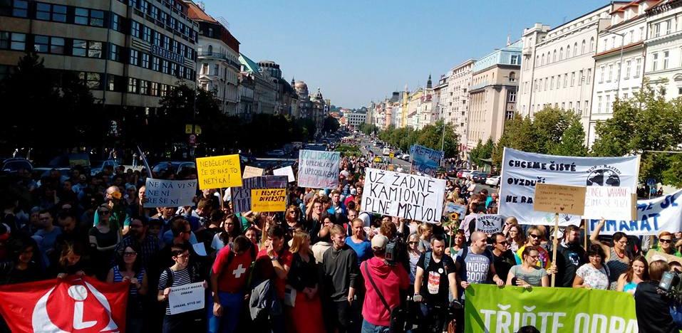 Prorefugee protest Prague e1470653479464