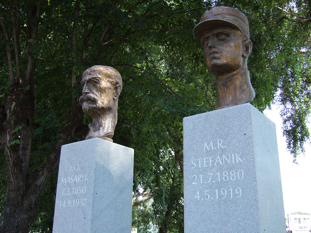 Masaryk a Štefánik Josef Vajce sochár Marian Gladis photo
