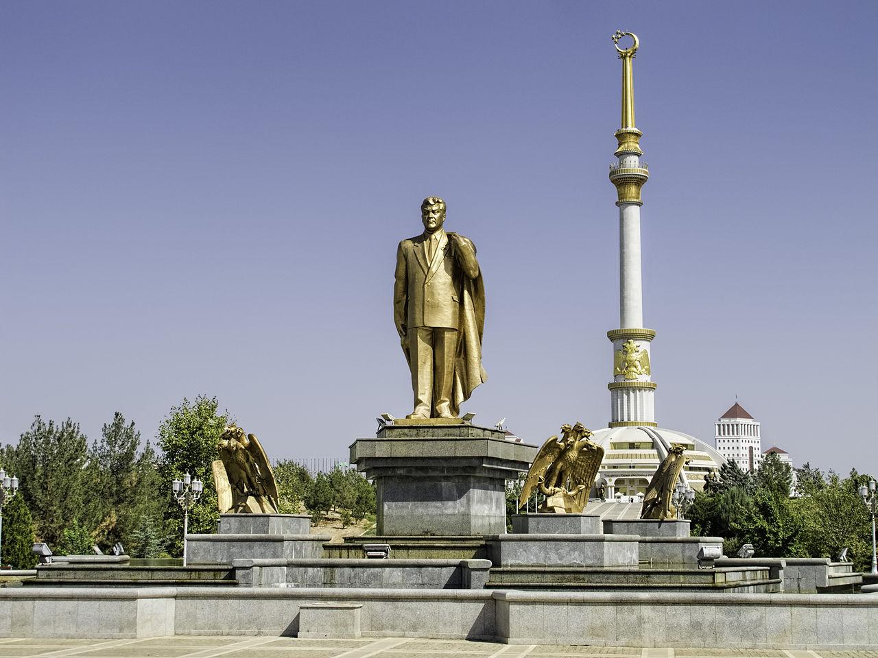 Golden statue of Niyazov 20140924 Turkmenistan 0087 Ashgabat Dan Lundberg