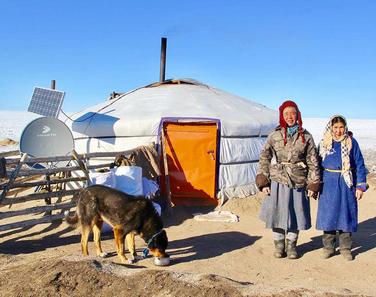 Pastevec Tserevjava Chuluunbaatara se svou ženou Foto Tatiana Gavyuk