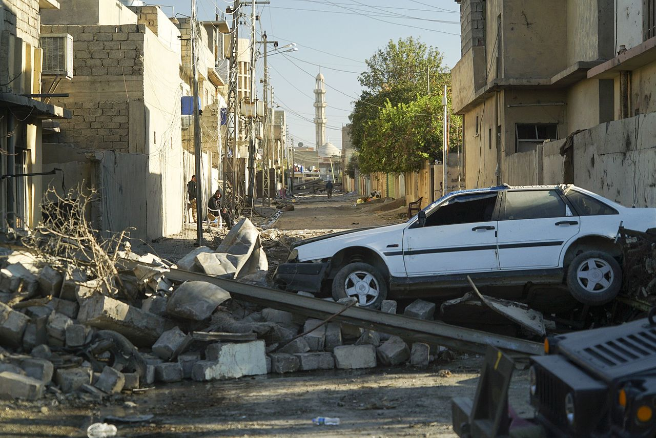 Bombed out streets of Mosul photo Mstyslav Chernov
