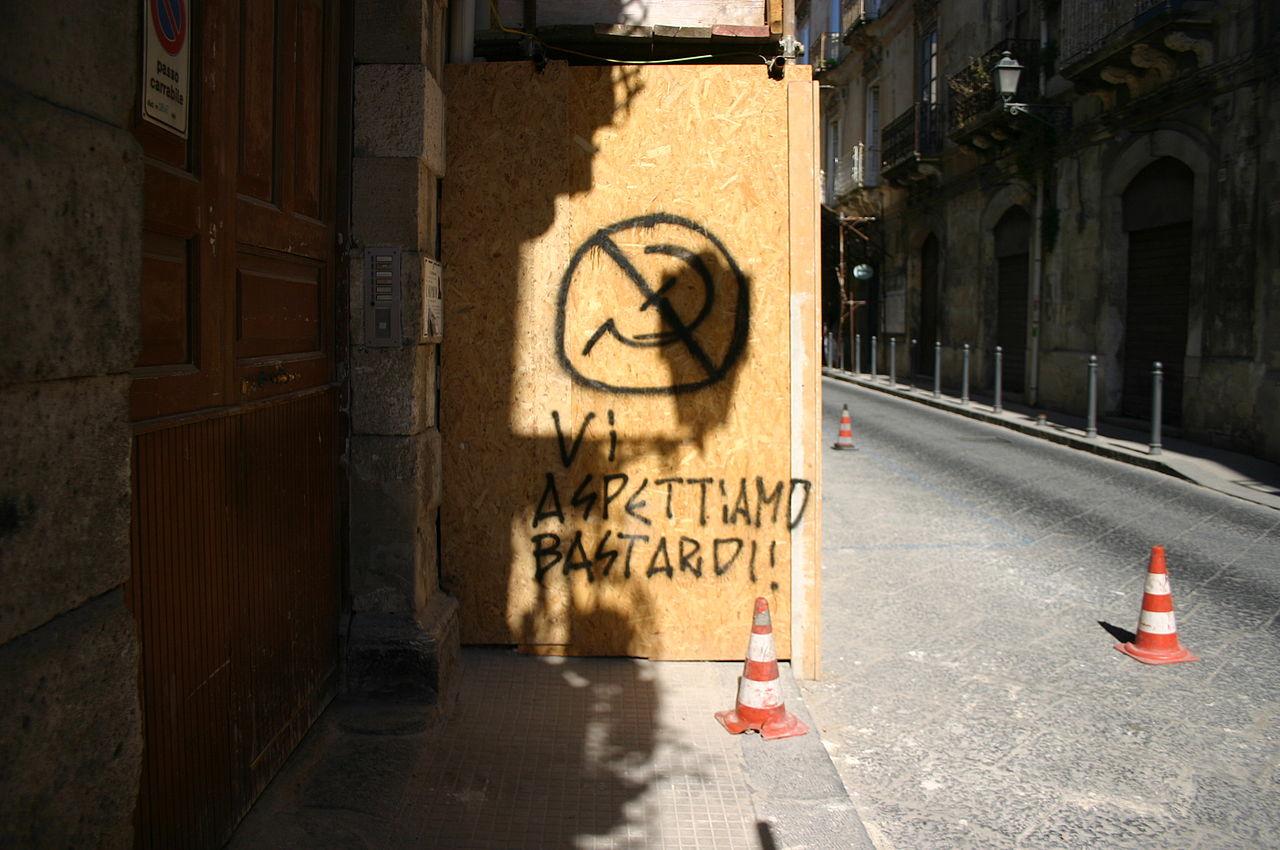 Graffito anticomunista a Siracusa Foto di Giovanni DallOrto