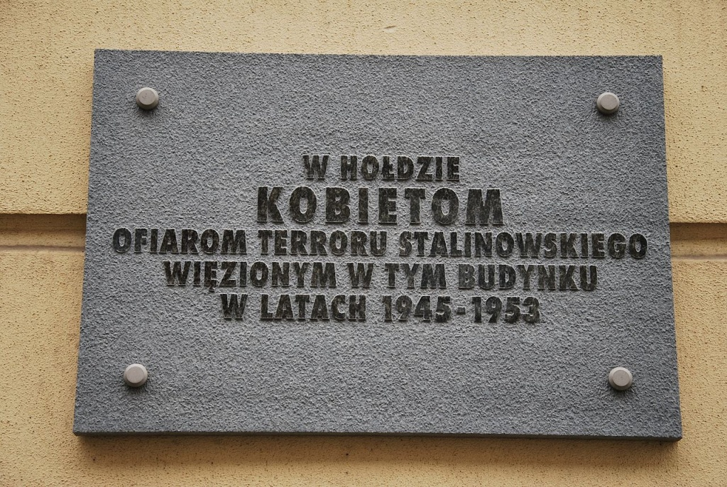 Plaque Homage to Women Victims of Stalinist Terror, Łódź13, photo Zorro2212
